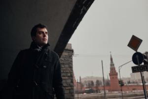 К главреду The Insider Роману Доброхотову пришли с обысками — по делу о клевете в расследовании. Журналист собирался улететь из России