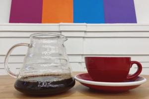 «Коммерсантъ»: цены на кофе в России вырастут на 10–12 % уже в августе. Это отразится на стоимости напитков в маленьких заведениях