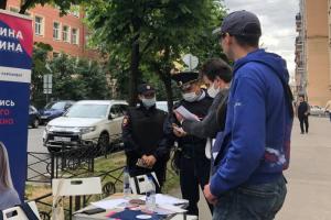 В Петербурге идет избирательная кампания и независимые кандидаты — как обычно — столкнулись с давлением. Что известно о нападениях, уголовном и административных делах и тезках-спойлерах