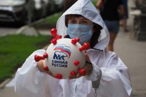 Петербургские нацболы принесли к Минюсту макет коронавируса с символикой «Единой России». Всех участников акции задержали