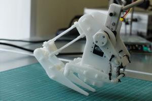 Ученые ИТМО разработали гибкого робота. Его можно будет применять для доставки грузов и обслуживания инфраструктуры