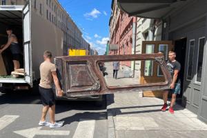 Петербуржцы отправили на реставрацию исторические двери из дома Бака. Их демонтировали в нулевых, а потом случайно обнаружили в кафе