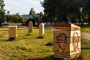 На какие выставки обратить внимание в июле. Краеведческая инсталляция в саду, ковчег в лютеранской церкви и Recycle Group в «Манеже»
