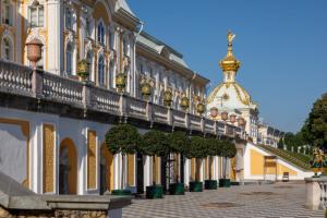 Из-за жары музеи «Петергофа» будут закрываться на час раньше обычного. Ботанический сад не продает электронные билеты