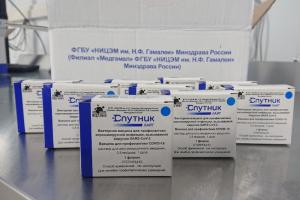 В Смольном объяснили, кто в Петербурге сможет привиться вакциной «Спутник Лайт»