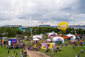 VK Fest перенесли на 2022 год из-за продления ограничений против коронавируса. Фестиваль должен был пройти в конце августа