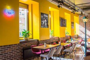На улице Восстания открыли кафе «Френдс». Его концепция вдохновлена сериалом «Друзья» 📺