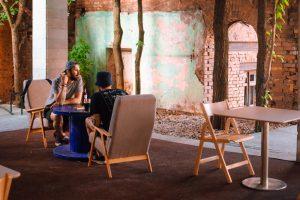 В «Севкабель Порту» открыли барворкинг «Трудоголики». Пространство работает в формате летней террасы, осенью его расширят 💻 🍺