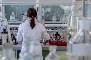 «Медуза» опубликовала интервью о новой вакцине от петербургской компании Biocad. Ее можно подстроить под любой штамм коронавируса