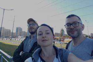 «Мы прошли пешком две линии метро». Участники Клуба друзей «Бумаги» рассказывают, зачем гуляли от «Купчина» до «Парнаса» и как это изменило их взгляд на город