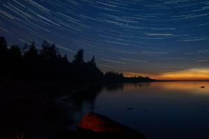 Петербуржцы уже несколько ночей наблюдают за потоком Персеиды — ярчайшим звездопадом лета. Смотрите фото и загадывайте желание 💫