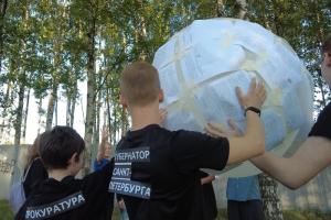 Защитники Муринского парка сыграли в волейбол мячом из ответов чиновников. Там до сих пор не демонтировали строительный забор