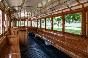 «Первый туристический» трамвай в Петербурге возвращается на свой маршрут. Он менял направление из-за ремонта дороги 🚊