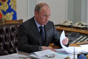 Путин предложил разово выплатить пенсионерам по 10 тысяч рублей, авоенным, курсантам и сотрудникам правоохранительных органов — по 15 тысяч. Обновлено