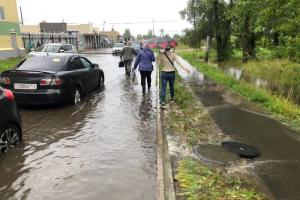 Улицы Пушкина затопило после ночного дождя. Обновлено