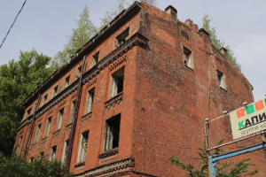 Прокуратура потребовала у НИУ ВШЭ и МВД восстановить полуразрушенные здания на проспекте Обуховской обороны. В одном из них хотели открыть общежитие
