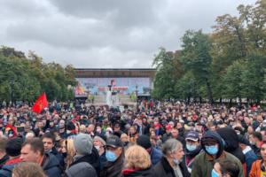 В Москве прошла акция КПРФ против результатов выборов в Госдуму. Петербургские коммунисты сообщили об «осаде» их офиса