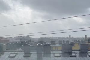 Вечером в Петербурге ждут штормовые порывы ветра до 20 м/с. Это всё циклон «Кийан» 💨