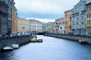 В Петербурге продлили ограничения из-за коронавируса до 31 октября. Органы власти должны поддерживать количество вакцинированных в коллективе на уровне 80 %