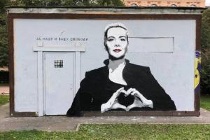 «За нашу и вашу свободу». В Петербурге появился стрит-арт с белорусской оппозиционеркой Марией Колесниковой. Обновлено