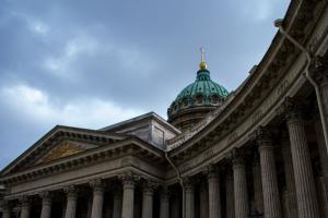 В Петербурге впервые прошла общегородская минута молчания — в честь 80-летия с начала блокады. Мы записали звук метронома