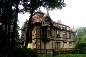 49 муниципальных депутатов Петербурга потребовали остановить распродажу объектов культурного наследия в Шуваловском парке