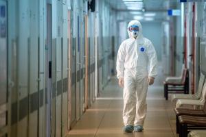 В Петербурге ждут четвертую волну коронавируса. Новая вспышка заболеваемости — неизбежность? Отвечают исследователь, эпидемиолог и чиновники