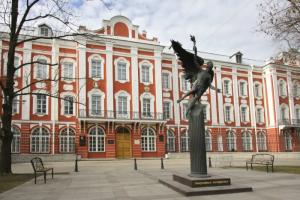 Студентам СПбГУ предложили «немножечко пофальсифицировать выборы». Что об этом говорят учащиеся, университет и кандидат, в чью пользу хотели вбрасывать бюллетени