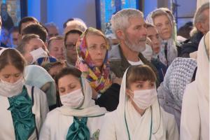 В Александро-Невской лавре проходит богослужение, посвященное 800-летию со дня рождения князя. Верующих пускают в храм по пригласительным