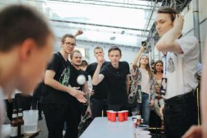 Бирпонг — пивная игра, которую вы видели в американских фильмах и которую обожают в Петербурге! Рассказываем историю крупнейшего в России соревнования Beer Pong Jam