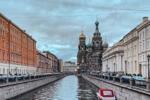 Температура в Петербурге на 4–5 градусов ниже нормы. В пригородах ночью уже было 0°