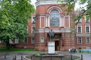 В Петербурге свободно менее 1000 коек для больных коронавирусом. Госпитализированных больше, чем выписывающихся