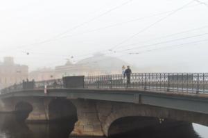 МЧС предупредило петербуржцев о тумане в среду. Ожидается видимость менее 500 метров — водителей просят снижать скорость вплоть до 5 км/ч 🌫️