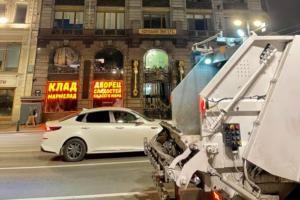 Петербуржцы недовольны вывеской нового магазина в доме Зингера. Ее называют «ядовитым недоразумением» и просят снять