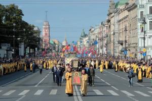 Большой крестный ход на Невском проспекте отменили из-за коронавируса, но автомобилистов всё равно ждут ограничения движения. Рассказываем, где и когда