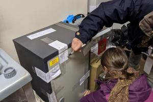 На избирательном участке в Коломне отменили итоги выборов. Там нашли «лишние» бюллетени с галочками — а горожане обнаружили, что от их лица голосовали другие. Обновлено