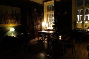 В особняке на канале Грибоедова открыли «Лобби-бар заблудшего дракона». Это заведение с мраморной лестницей и 7-метровыми потолками