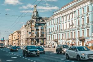 Торговля на Невском проспекте постепенно восстанавливается, считают эксперты. Рассказываем об исследовании компании JLL