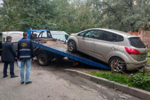 Теперь неправильно припаркованные в петербургских дворах машины увозят на штрафстоянку. Что считается нарушением и куда звонить, если вы не нашли свой автомобиль?