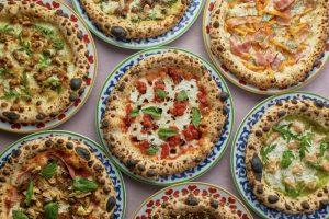 На Садовой улице открыли двухэтажный ресторан «Трататория» от Ginza Project. Пиццу готовят в дровяной печи, а цены на пасту начинаются со 190 рублей 🍝 🍕