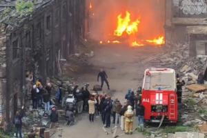 КГИОП обратился в полицию из-за взрыва пиротехники на территории«Красного треугольника».Предположительно, это были съемки ролика или фильма