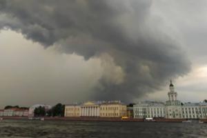 В Петербурге — холод и дожди, а надежды на тепло почти нет. Когда включат отопление и стоит ли готовиться к первому снегу?