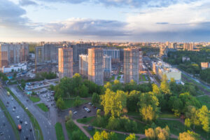 Как вы выбираете жилье? Влияют ли на ваш комфорт благоустройство и соседи? Пройдите опрос «Бумаги» и «Приморского квартала»
