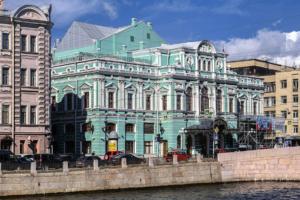 МДТ, БДТ и другие городские театры покажут восемь онлайн-спектаклей — это фестиваль «Петербургские театральные сезоны»