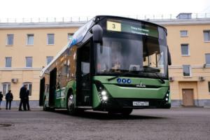 В Петербурге в автобусы и троллейбусы установили камеры, которые будут фиксировать нарушителей наполосах для общественного транспорта