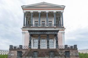 Как Бельведер пришел в упадок. Дворцу в Петергофе с 90-х не могут найти применение: мы выяснили, что он принадлежит городу — и медленно разрушается