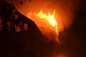Пожар в доме Чубакова ликвидировали за 12 часов. Пострадала воссозданная башня, где проводили капремонт за 9 млн рублей. Обновлено