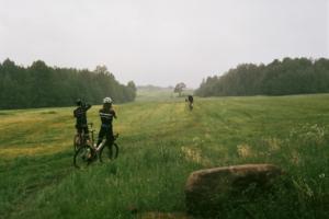 Одиннадцать озер, старая финская ГЭС и огромное поле, в центре которого растет раскидистая сосна. Это маршрут для путешествия на велосипеде из Раздолья в Петяярви