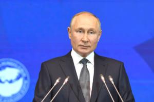«То, что для некоторых является чуть ли не прорывами, для нашей страны — традиция». Путин выступил на форуме в Петербурге с речью о правах женщин