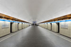 В петербургском метрополитене подготовили инструкцию о том, что нужно делать при падении на пути